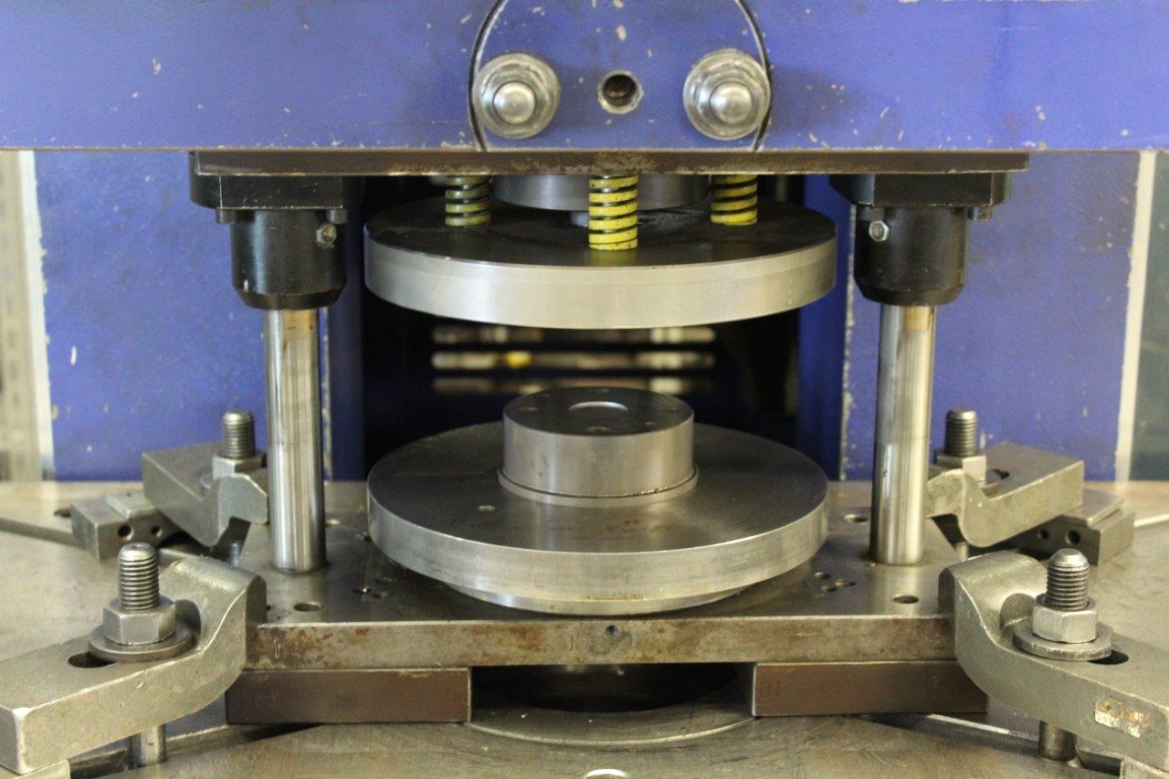 Stanzen/Pressen | Hebisch-Metallbearbeitung